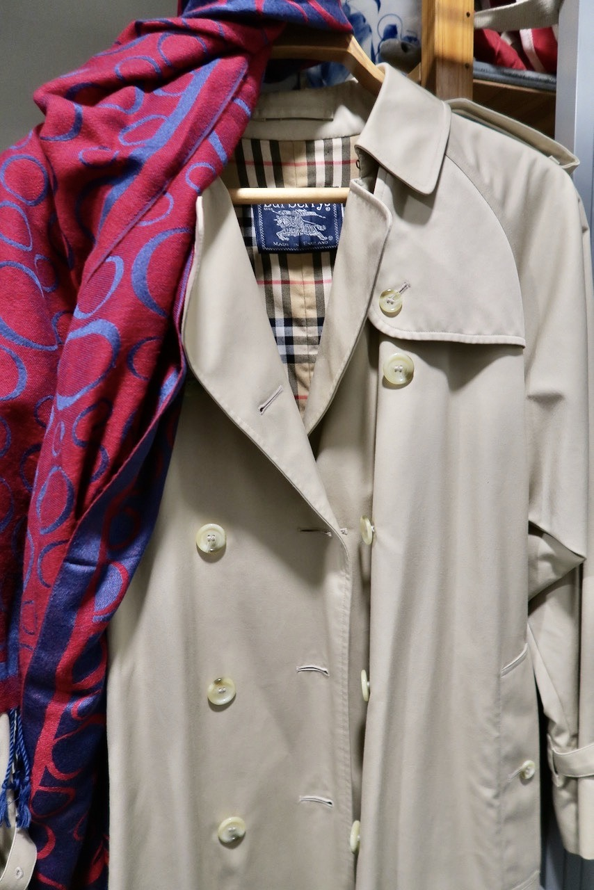 Burberry. En en rock, en trenchcoat, so är en favorit. Inköpt i Burberrybutikebn i London.