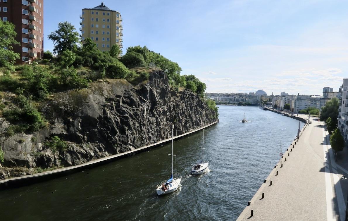 Danvikstullsbron. Södermalm. Vacker vy denna strålande tisdag. Globen i bakgrunden och Danviksklippan till vänster