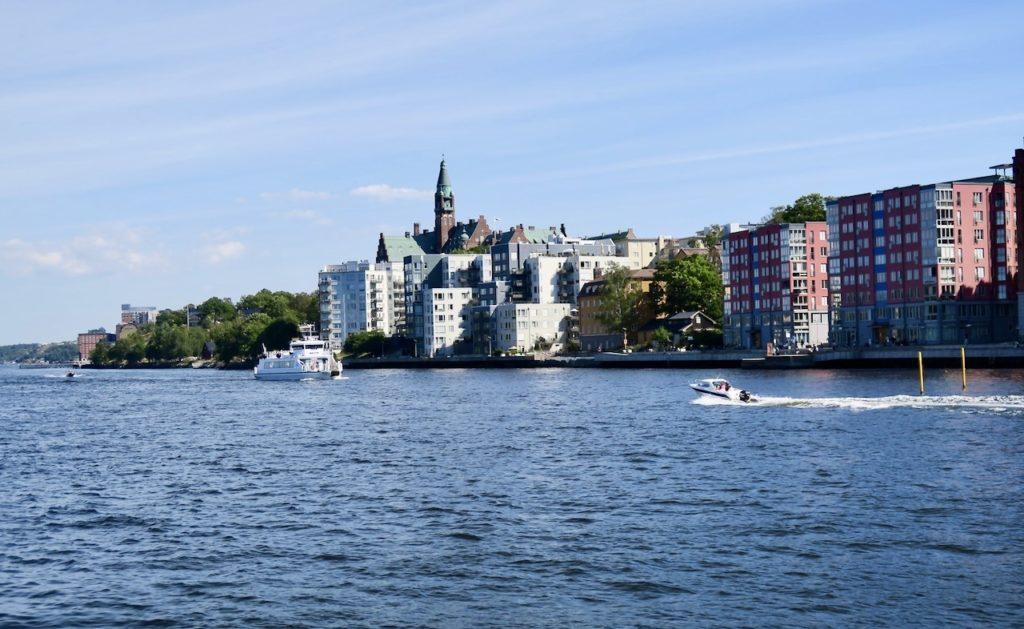 Picknick på Södermaln. Första parkett vid Saltsjön och inloppet till Stockholm
