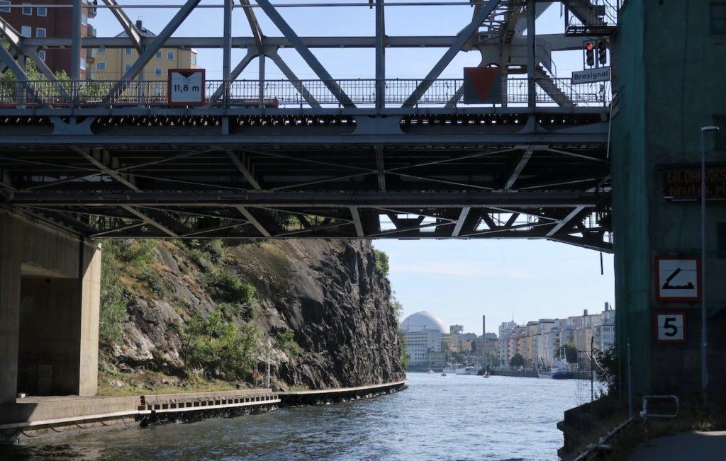 Stockhlm. Södermalm. På vägen hem från vår picknick stannade vi till vid Danvikstullsbron.