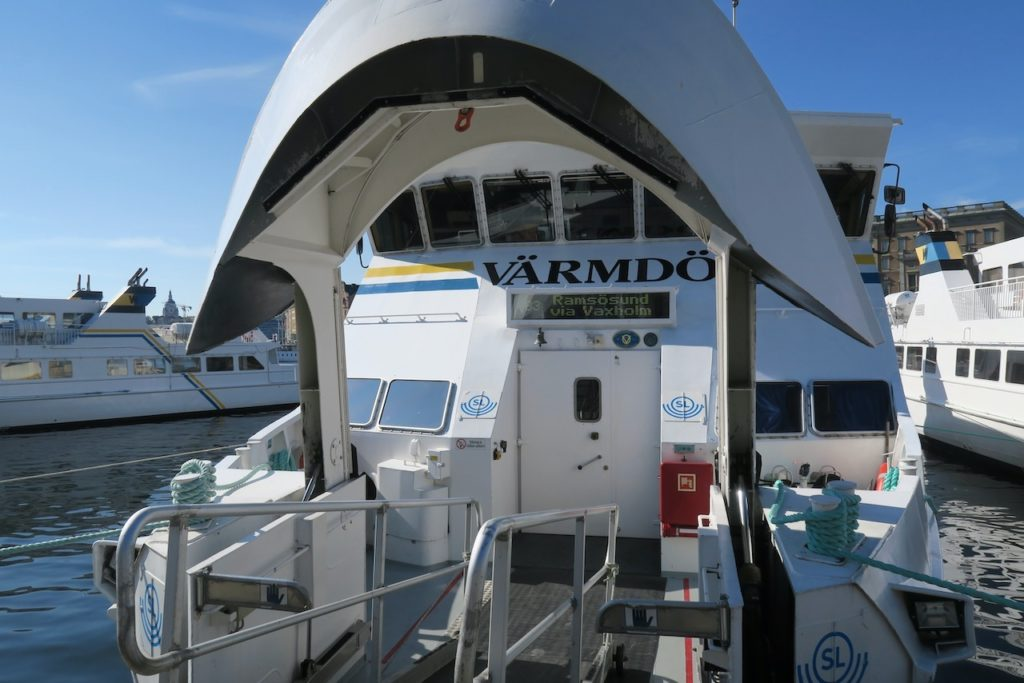 Stockholm. Strömkajen. Och dags för oss för premiärtur med pendelbåten till Vaxholm.