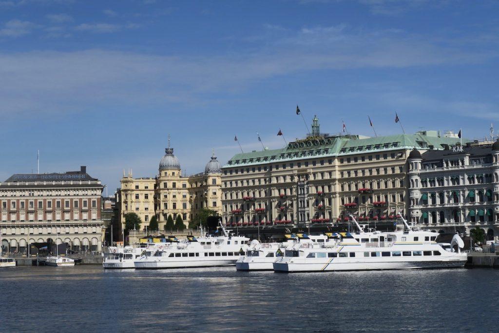 Storckholm. Grand hotell och Strömkajen. Vi är snart på väg på vår premiärtur till Vaxholm med pendelbåten i regi av SL, Stockholms lokaltrafik