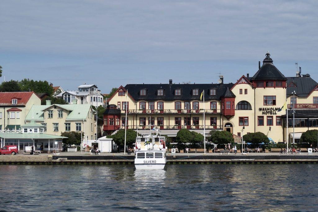 Waxholms hotell. Resan till Vaxholm gick snabbare än tänkt. Men det blev heller inte så många stopp vid olika bryggor.
