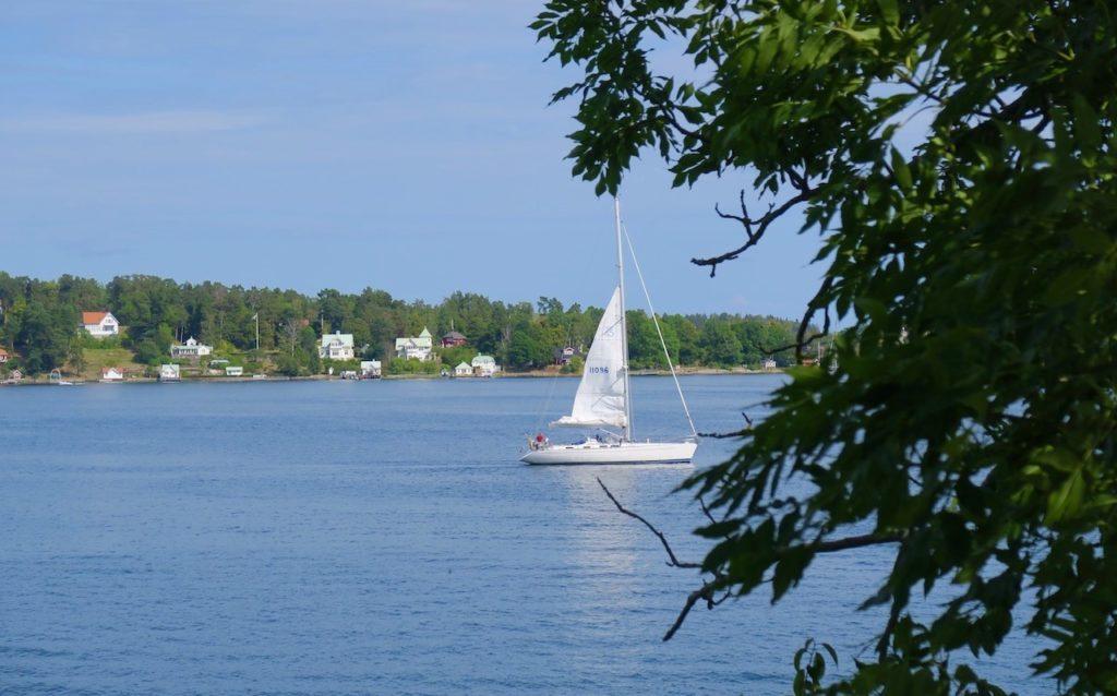 Hit till Vaxholm kommer under högsäsong många båtar. Men just nu var det ganska lugnt.