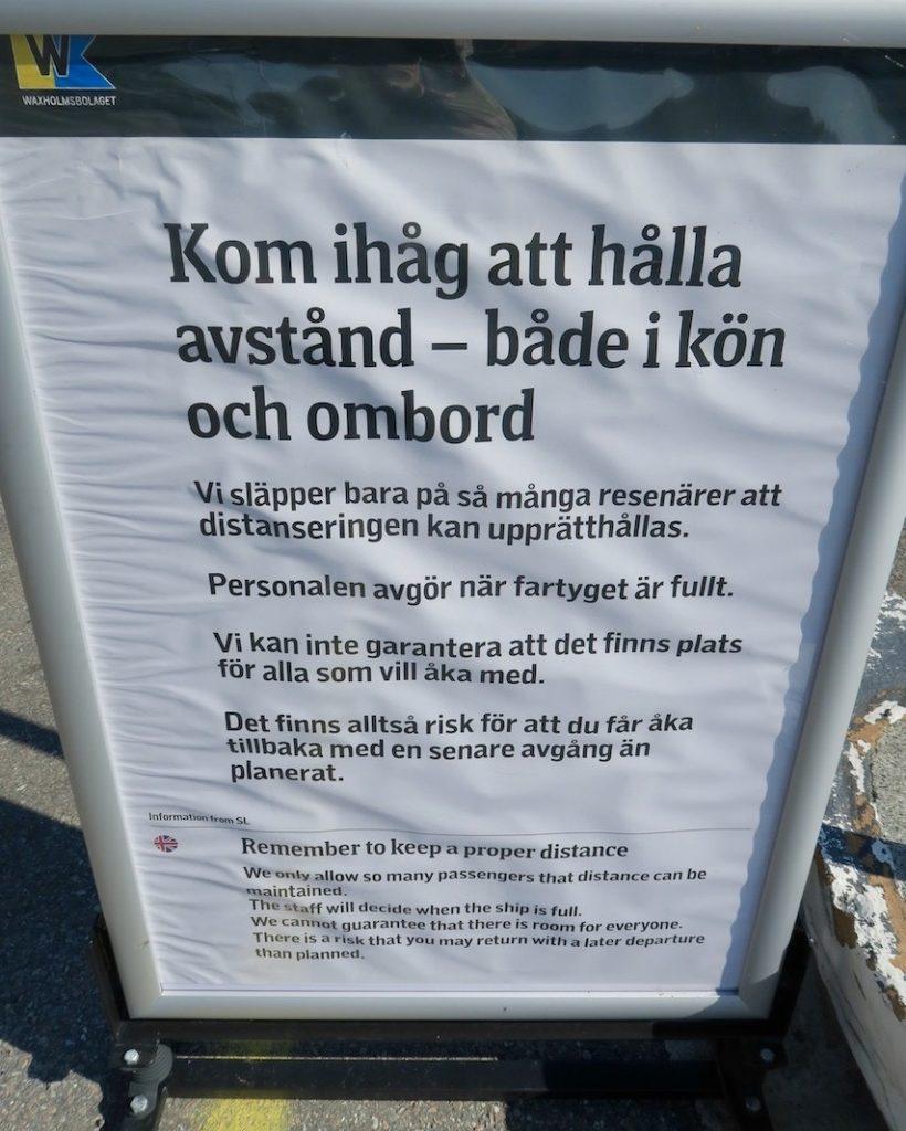 Vaxholm. Pendelbåt till Stockholm. Bland somriga skyltar passar denna också in. Tror inte behov finns för den i november.