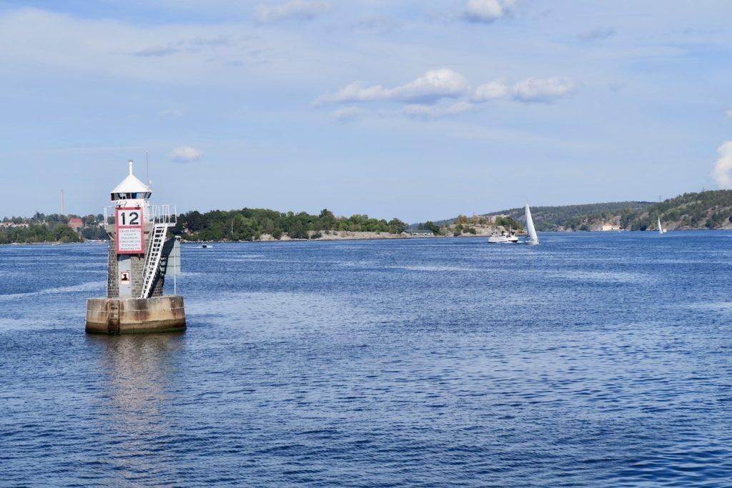 Stockholms inlopp och vi passerar Fjäderholmarna på avstånd. Men nu ska vi inte dit utan nya upplevelser väntade på Lidingö