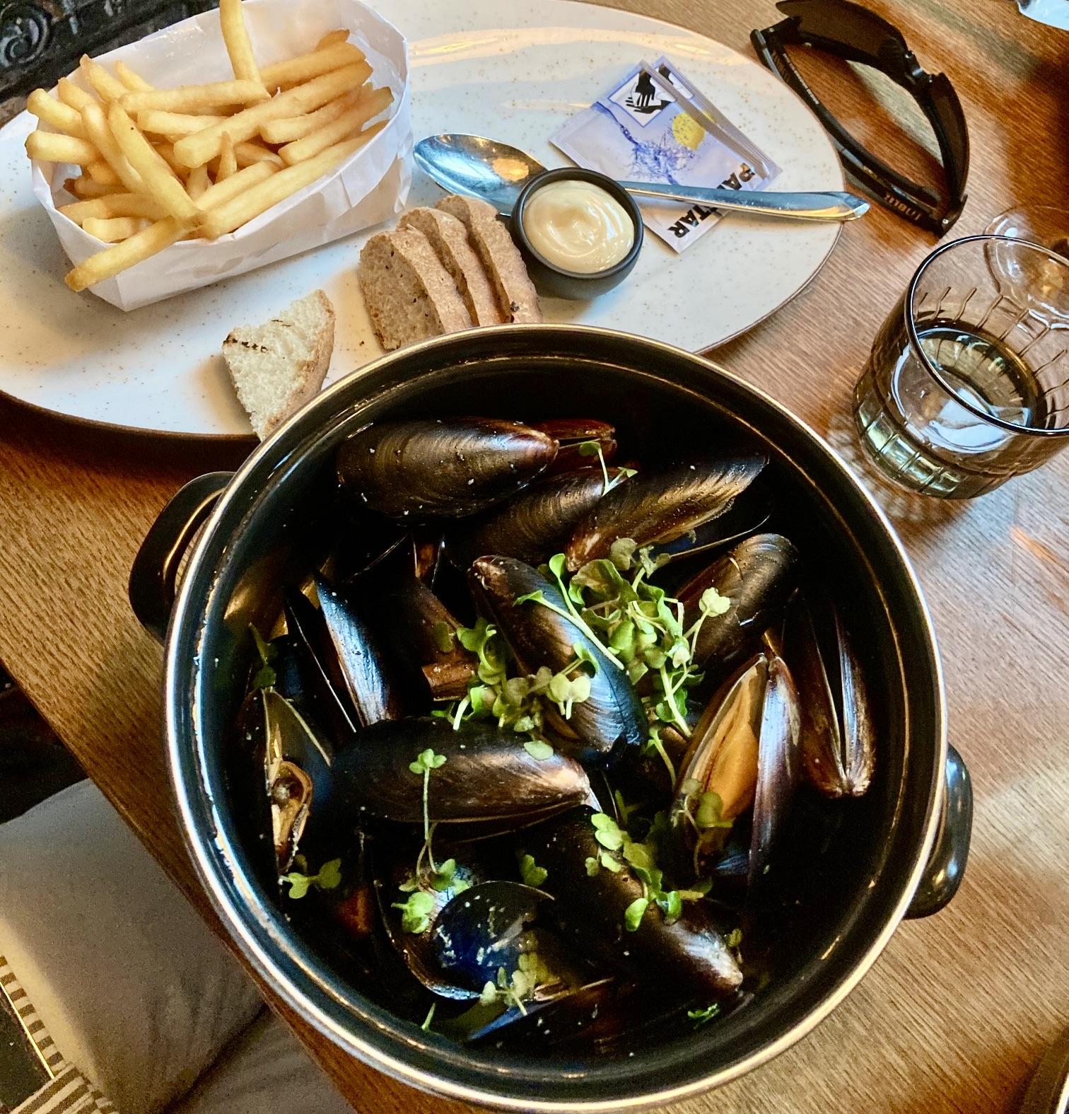 """Gästrikland. Sandviken . Restaurang """"The Church"""". Vinkokta musslor. Så goda. En upplevelse även detta."""