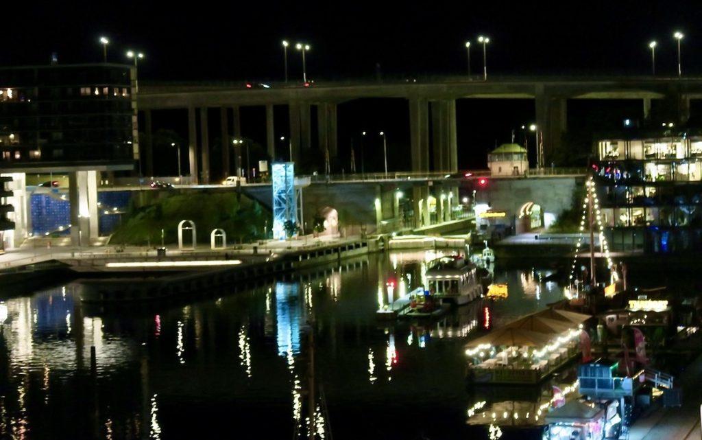 Stockholm. Södermalm. Norra Hammarbyhamnen. En vakcer dag har övergått i en vacker kväll.