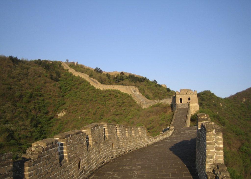 Kinesiska muren. Både solnedgångar och soluppgångar vid och på den kinesiska muren är magiska och minnesvärda upplevelser.