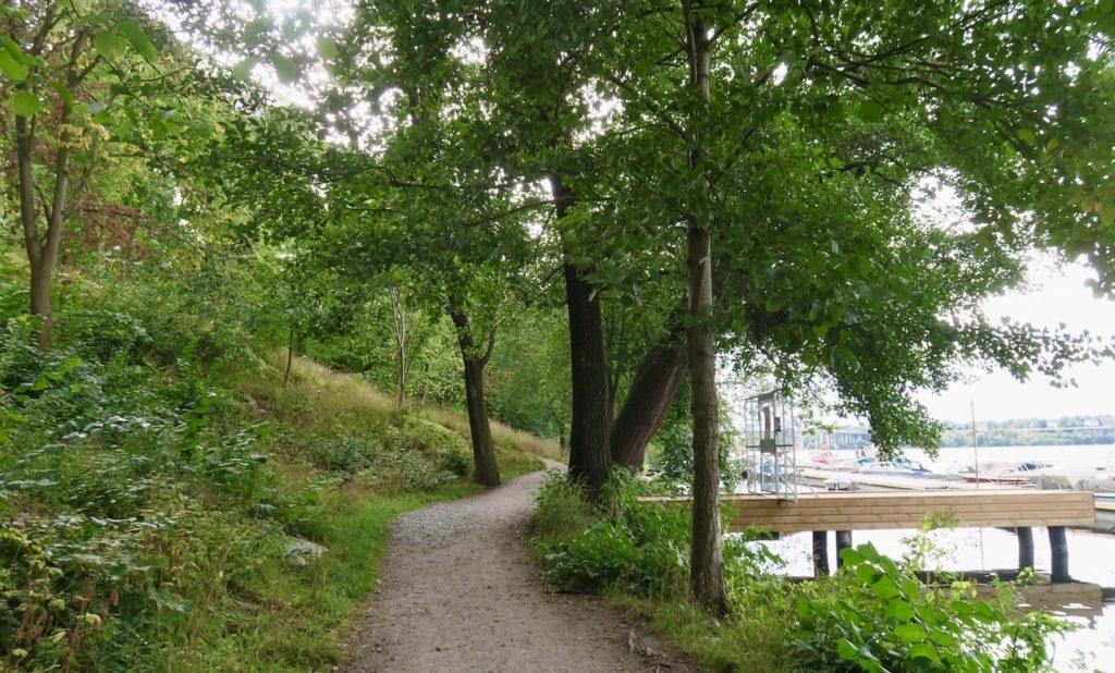 Stockholm. Verkligen rofyllt och idylliskt på Reimersholme. Och hela tiden med påtaglig kontakt med vattnet.