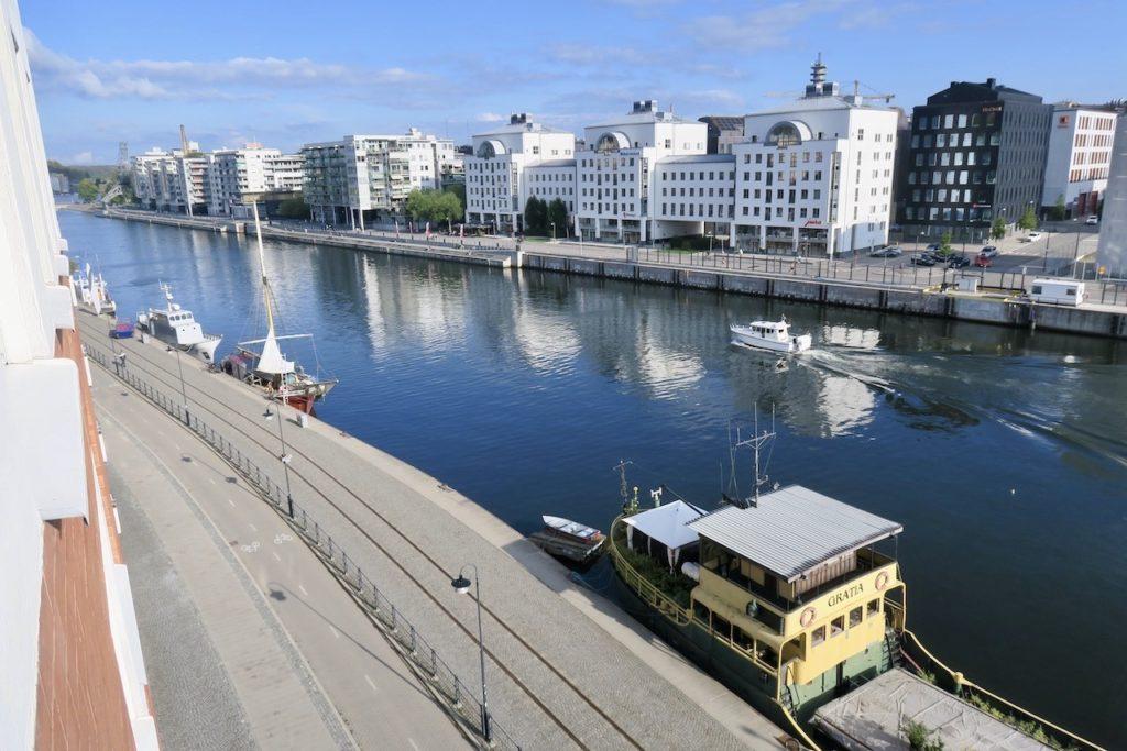 Stockholm. Södermalm. Hammarbykanalen. Tänk om vi bott någon annanstans. Nej, det tänker vi inte på-