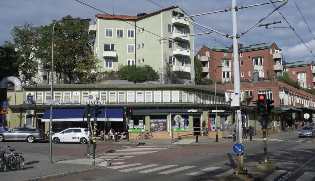 """Gröndal en stadsdel i Stockholm. Gröndalsvägen och de karakterisktiska """"stjärnhusen"""""""