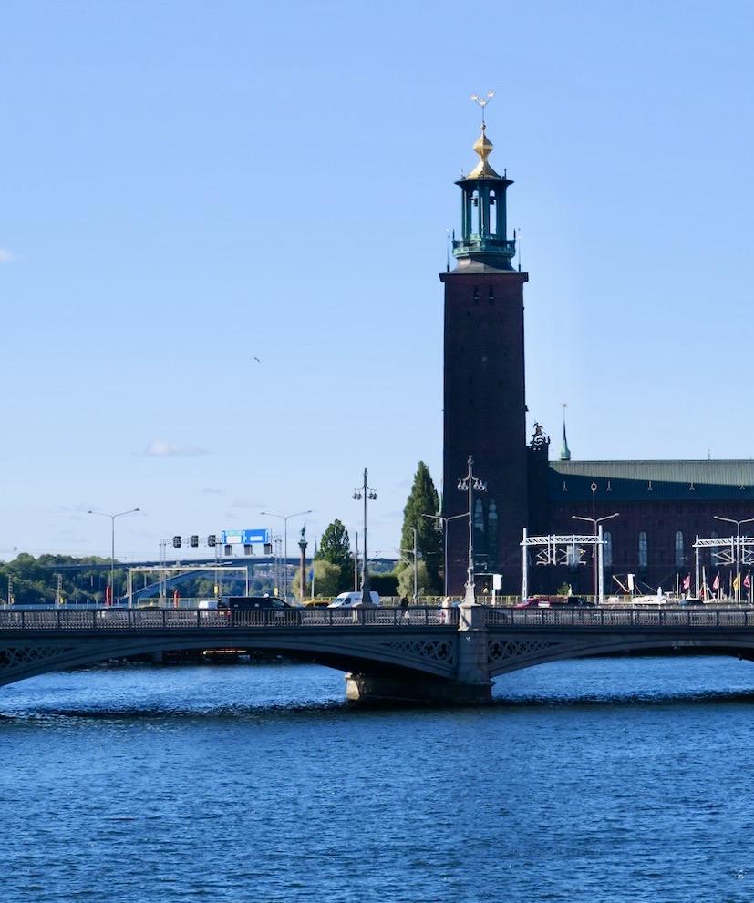 En vacker dag i Stockholm. Helt monfritt och vi blickar över till Kungsholmen och Stockholms stadshus