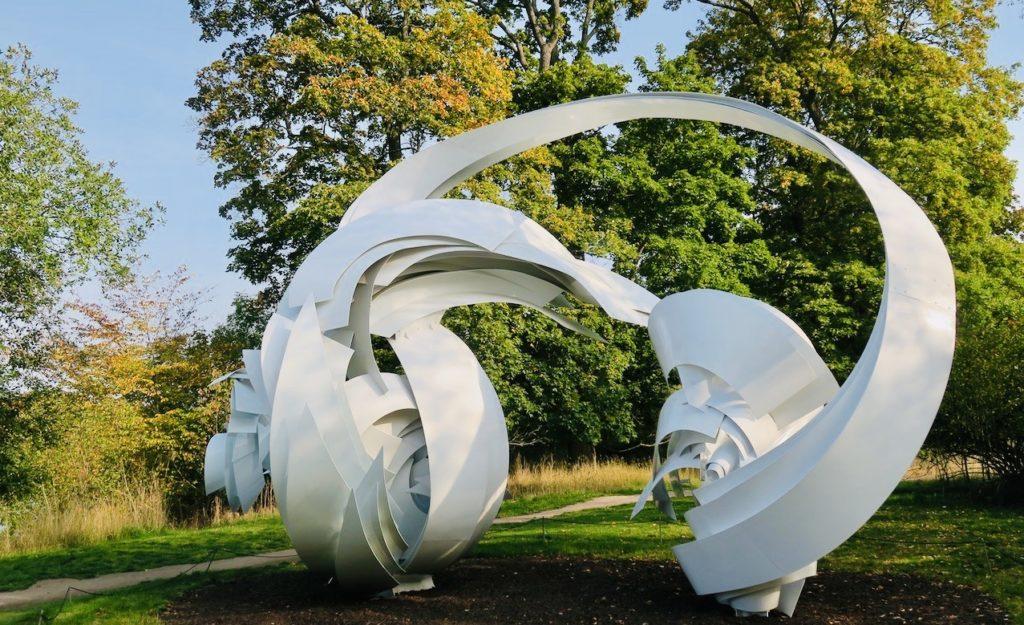 """Djurgården. Alice Aycock. Skulpturen """"Hoop- La"""". En pågående rörelse som är oändlig var vad kah kom att tänka på."""