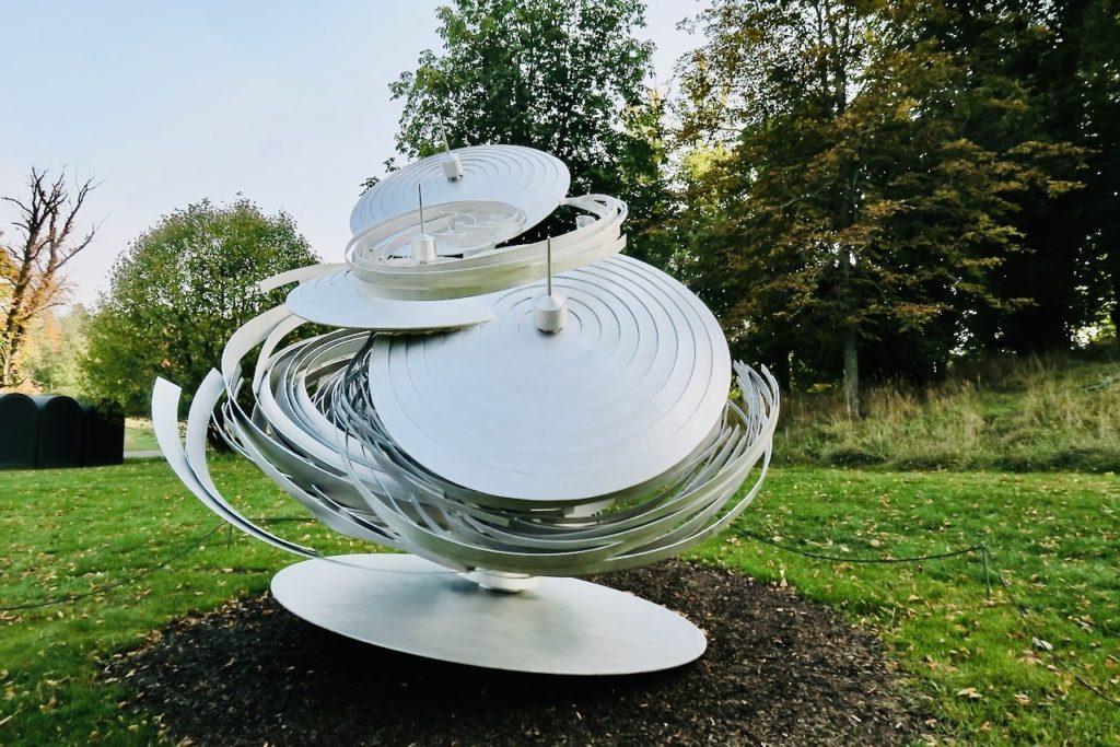 """Kungliga Djurgården. Skulptur av Alice Aycock. """"Untitled Cyklone"""". Och visst är det virvlar i rörelse-"""
