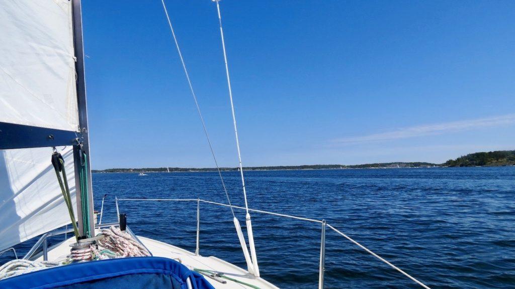 Stockholms södra skärgård. Genom att segla eller vara på sjön kan jag tanka, fylla på energi.