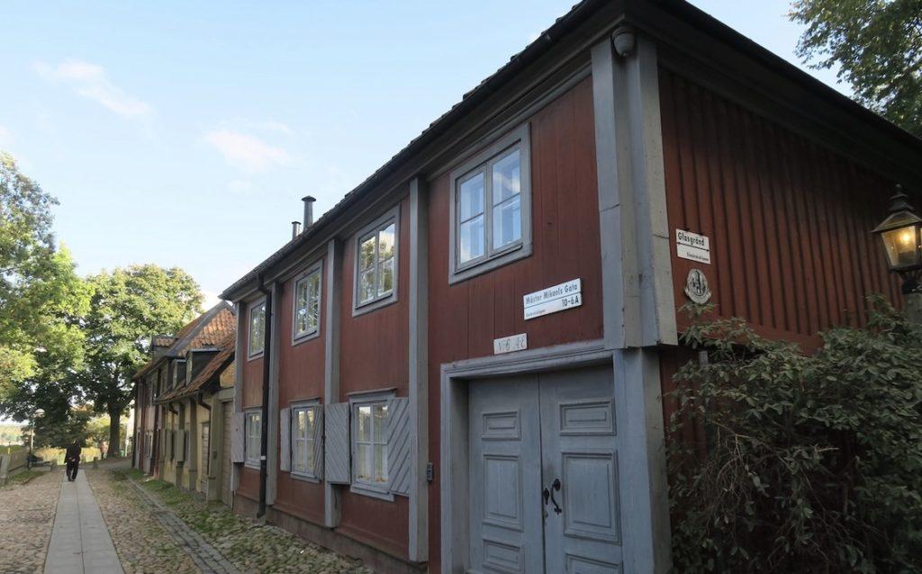 Stockholm. Mäster Mikaels gata. Katarinaberget. Här på Söder finns fler höjder med gammal bebyggelse.