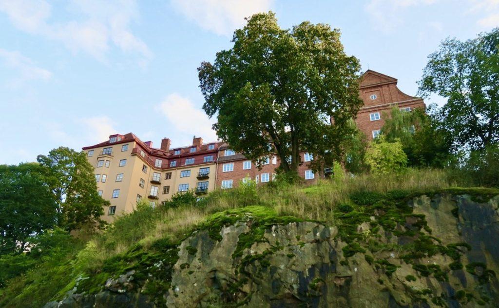 Stockholm. Södermalm. Skinnarviksberget. Här uppe på höjden, liksom på flera ställen på Söder har man en strålande utsikt.