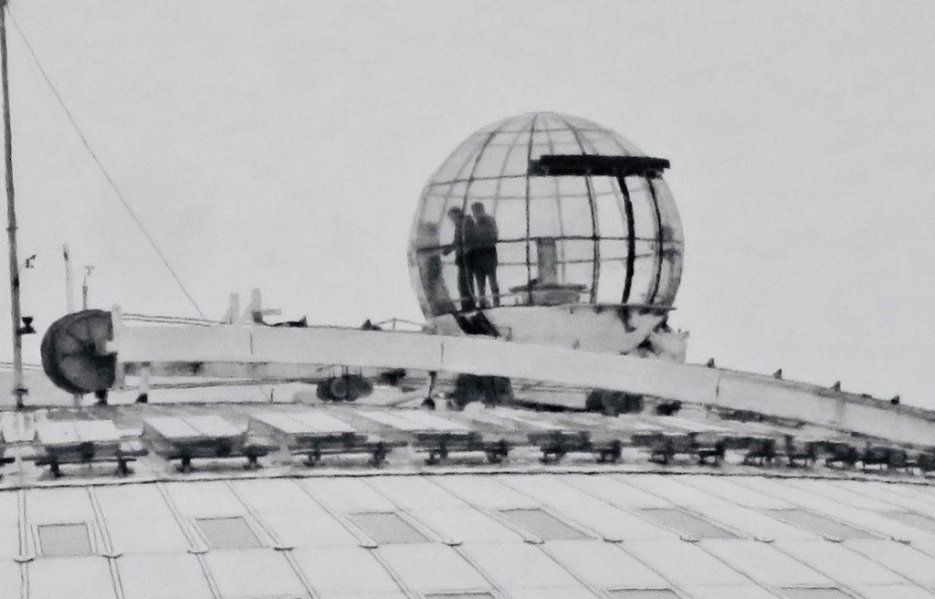 Stockholm. Globen. Ett gott försök att zooma in och ändå få bilden hyfsat tydlig på ett avstång av 2.5 km