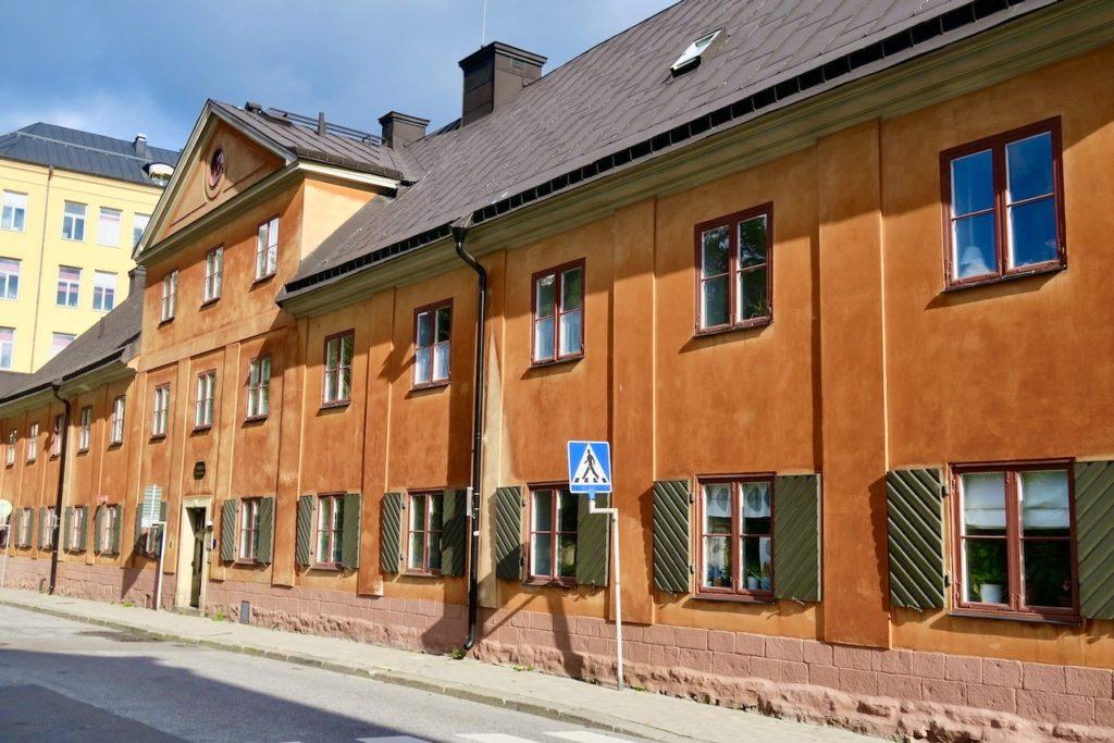 Stockholm. Norrmalm. För min del blev det också denna dag en första träff med Drottninghuset på Johannesgatan. Ett hus med anor från 1600-talet
