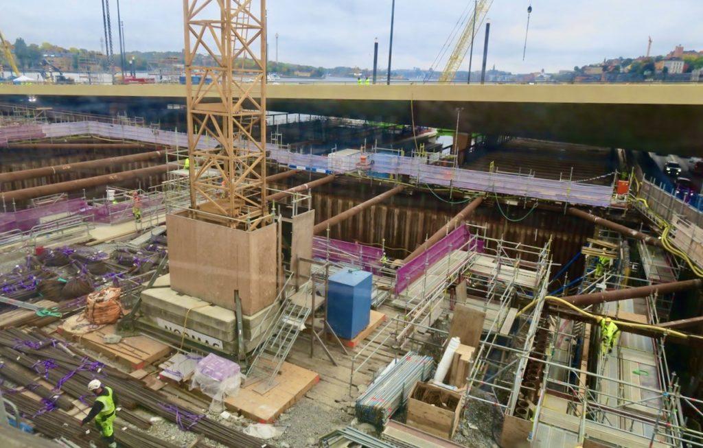 Stockholm. Slussenområdet. Guldbron som beräknas vara på plats i slutet av oktober och då klar för invigning.