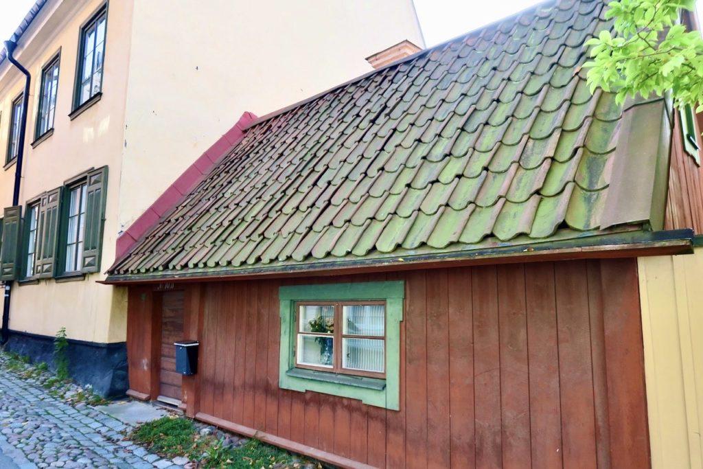 """Stockholm. Djurgårdsstaden och """"Dödgrävarens hus"""" på Långa gatan nr 10 B"""