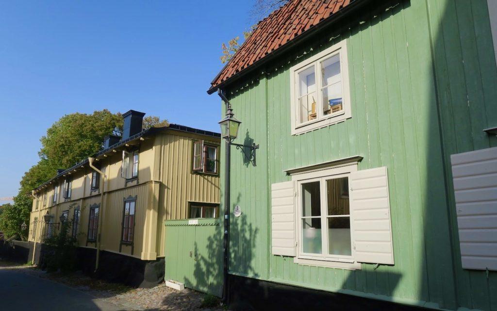Stockholm. Djurgårdsstaden. Långa Gatan är kvarterets längsta och med många välbevarde hus.
