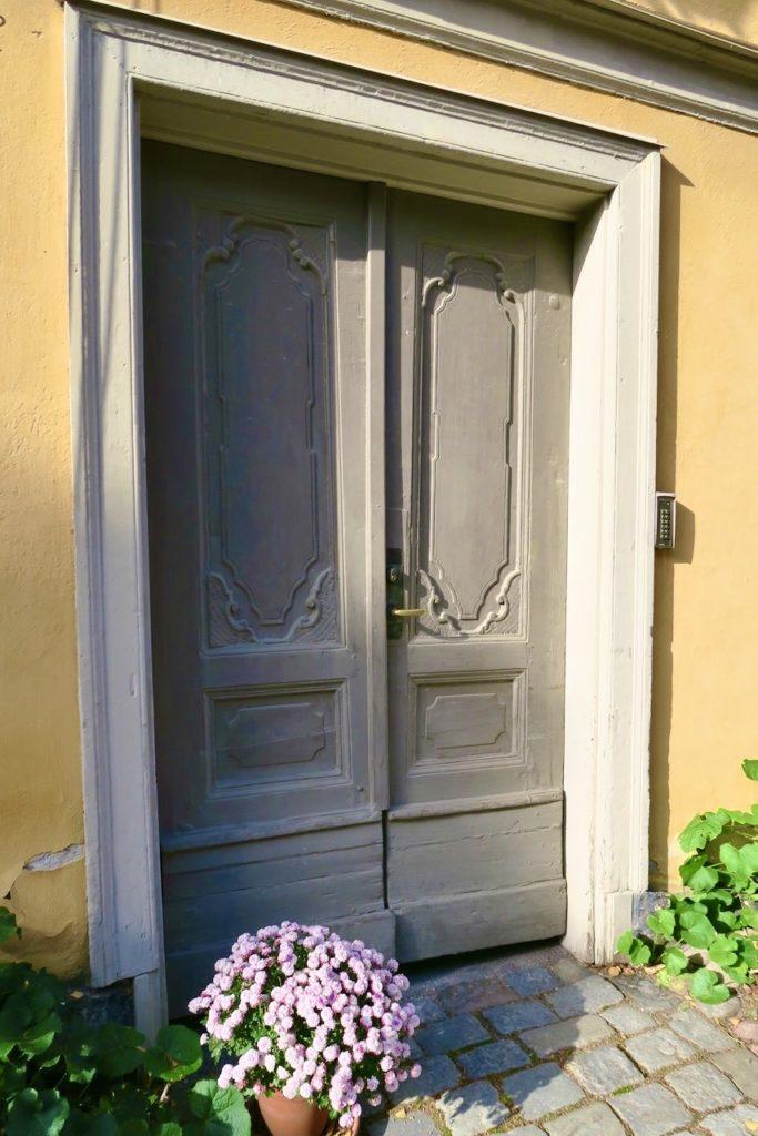 Stoockholm. Djurgårdsstaden. En av många vackra dörrar.