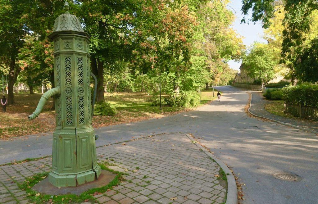 Stockholm. Jag lämnar Djurgårdsstaden och fortsätter vandringen österut på Djurgården.