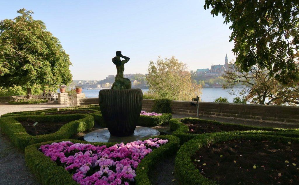 Stockholm. Djurgrården. Waldemarsudde. En av många skulpturer. Här Triton i form av en fontän.