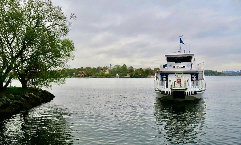 Nacka strand. Min avstickare hit är slut och jag ska ta SL:s pendelbåt mot City men gå av vid Saltsjökvarn.