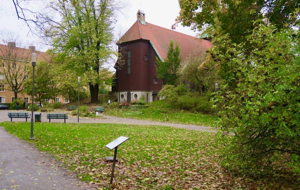 Stockholm. Sdermalm. En del av området runt Helgalunden och Allhelgonakyrkans södra fasad.