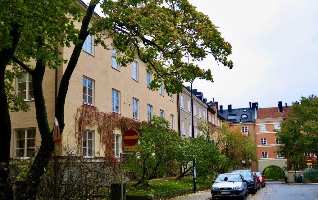 Stockholm. Södermalm. Helt nära Tjutbergsparken och kvarteret Metern ligger området Helgalunden. Här fanns på 1600-talet en kvarn.