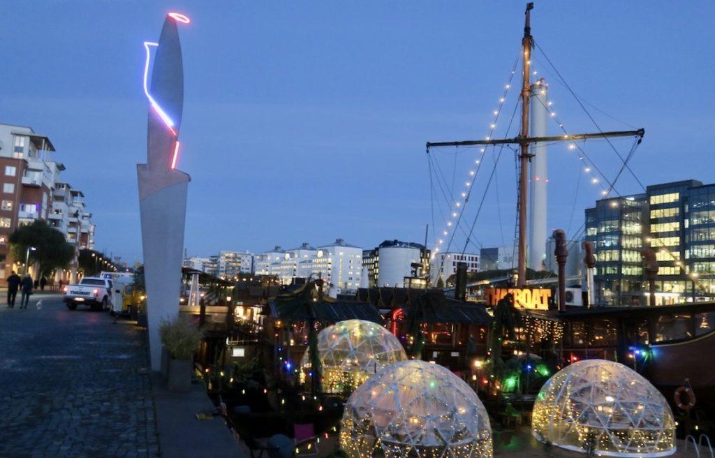 Stockholm. Södermalm. norra Hammarbyhamnen. Ljus och mörker i god samverkan.