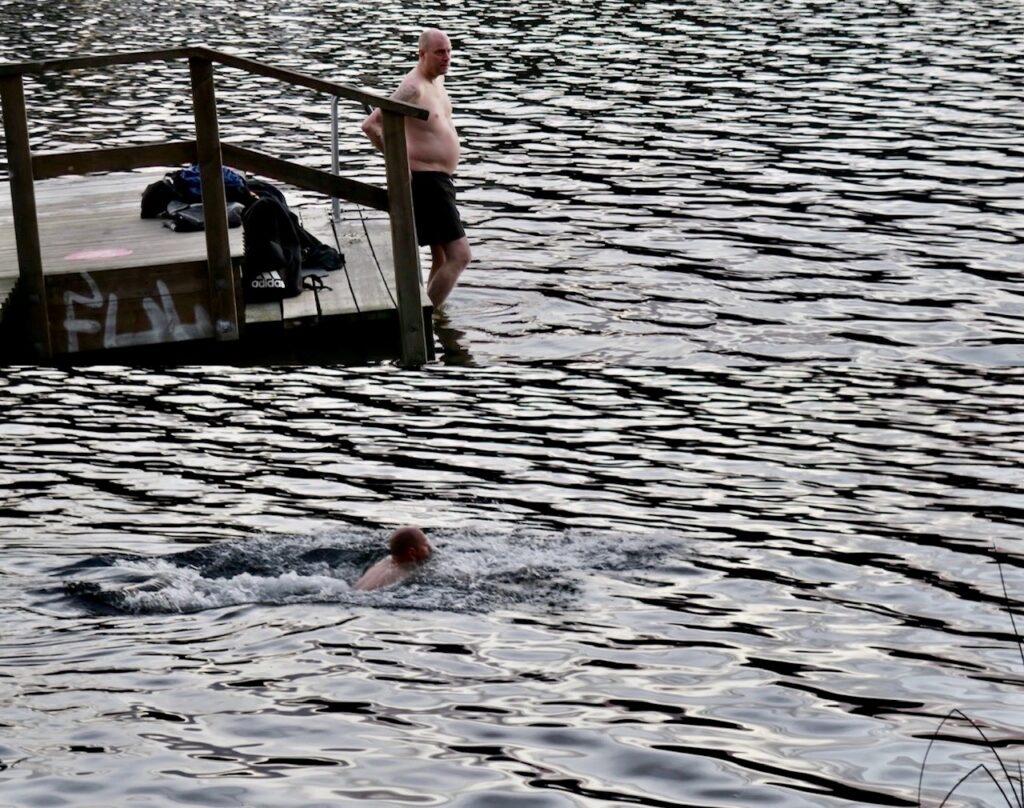 Stockholm. Södermalm. Årstaviken. Säkert uppfriskande för kropp och knopp med ett bad.