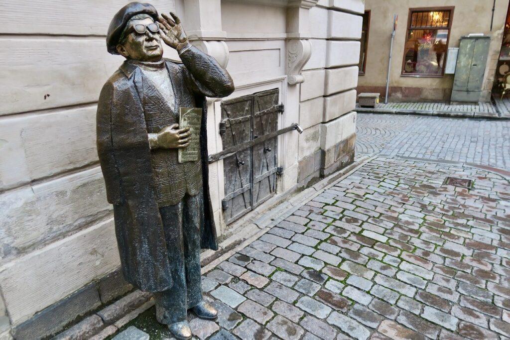 "Stockholm. Gamla stan. Evert Taube son staty helt nära stamkrogen ""Den Gyldene Fredan"""