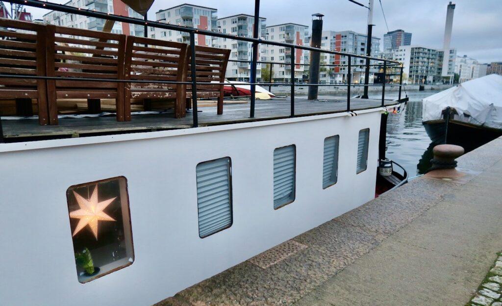 Stockholm. Södermalm. Norra Hammarbyhamnen. Många husbåtar i ligger längs kajerna i mina hemmakvarter.