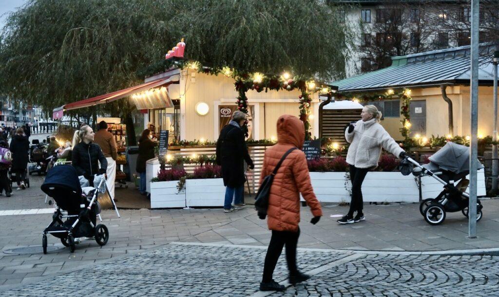 Stockholm. Södermalm. Här ligger Barnängsbryggan och Kajsas kiosk som också räknas till mina hemmakvarter.