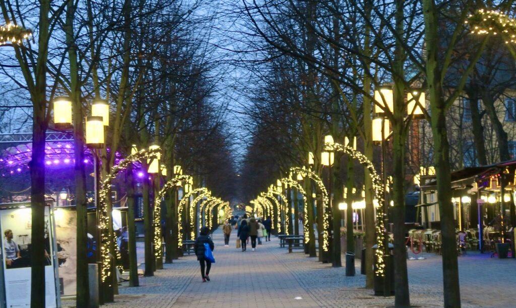 """Stockholm.Stad i ljus. Verkliegn"""" Hela kungsträdgården är vackert upplyst."""