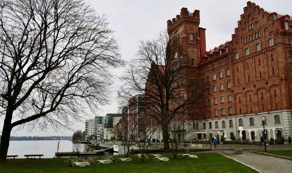 Stockholm. Saltsjökvarn, idag hotell Elite Hotel Marina Tower, ligger fint vid vattnet.