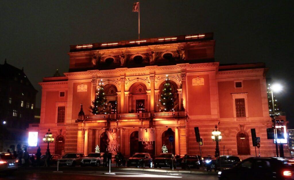 """Stockholm. Kungliga operan. Även här en vacker ljushyllning med temat """"Framtidstro"""""""