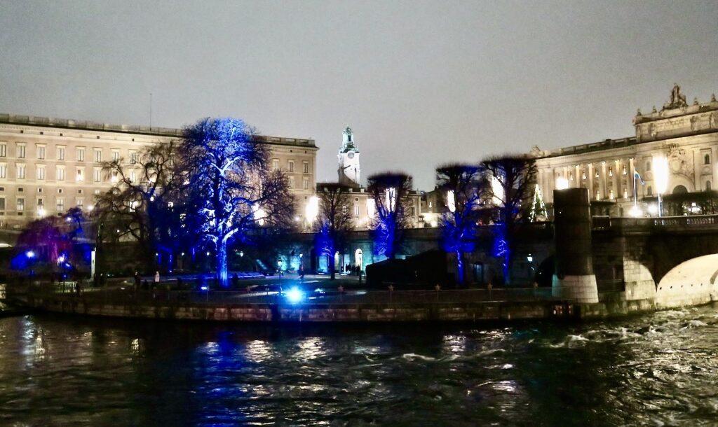 Stockholm. Strömparterren. En ljushyllning till Ernest Hemingway som 1954 fick Nobelpriset i litteratur