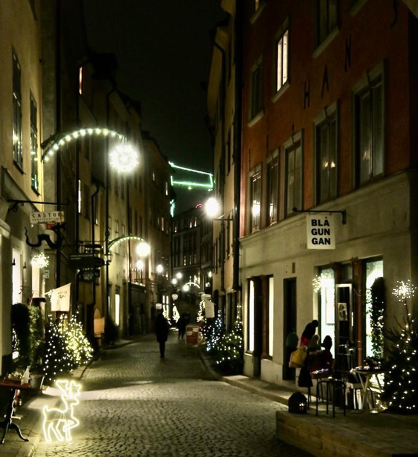 Stockholm. Gamla stan fint julpyntat i december