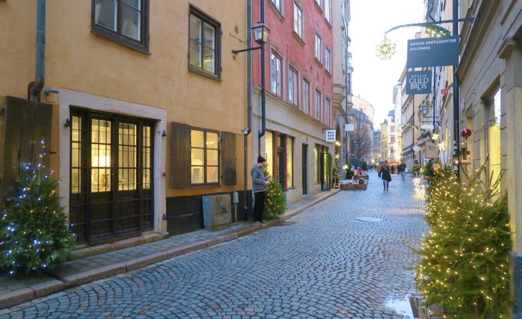 Stockholm. Gamla stan. Österlånggatan . En av mina favoriter. Lugnt och med många fina hantverksbutiker.