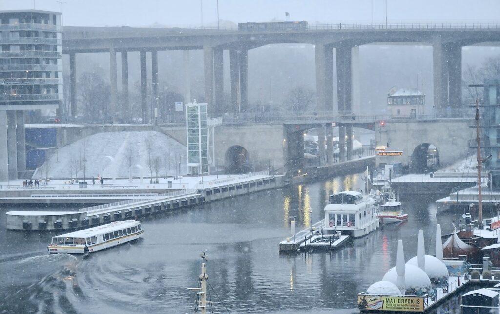 Stockholm.Södermalm. Skanstull. JUldagen mötte oss med årets första snö.