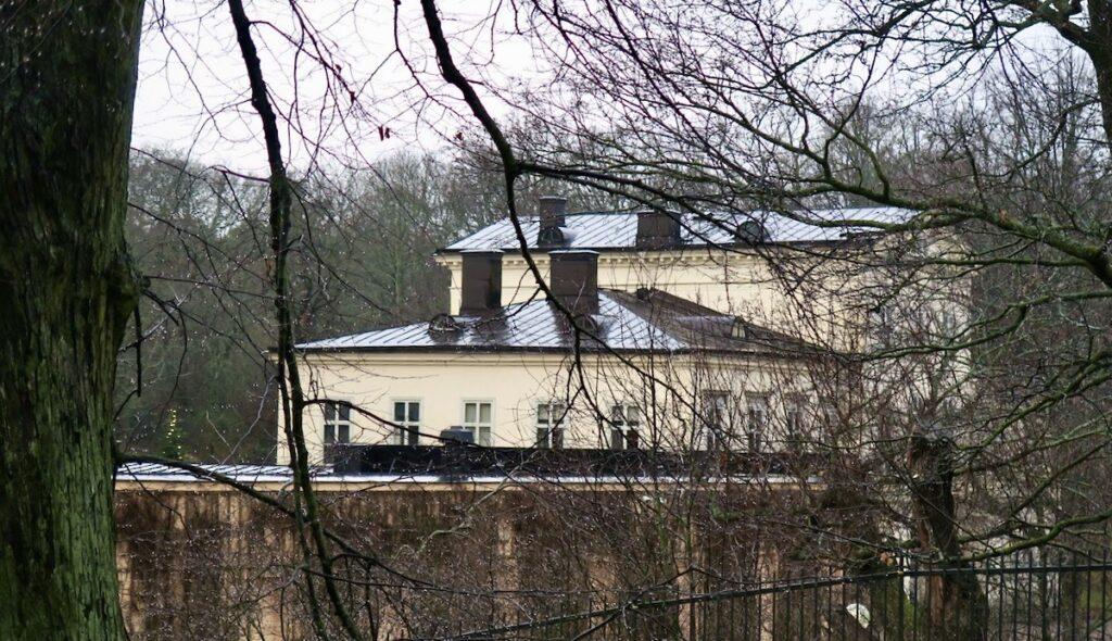 Hagaparken. Här ligger också Haga slott där kronprinsessan Victoria med familj bor.