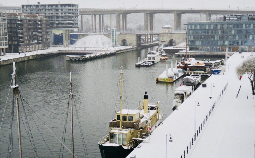 Stockholm. Södermalm. Torsdag den 7/1 och snön faller med ojämna mellanrum
