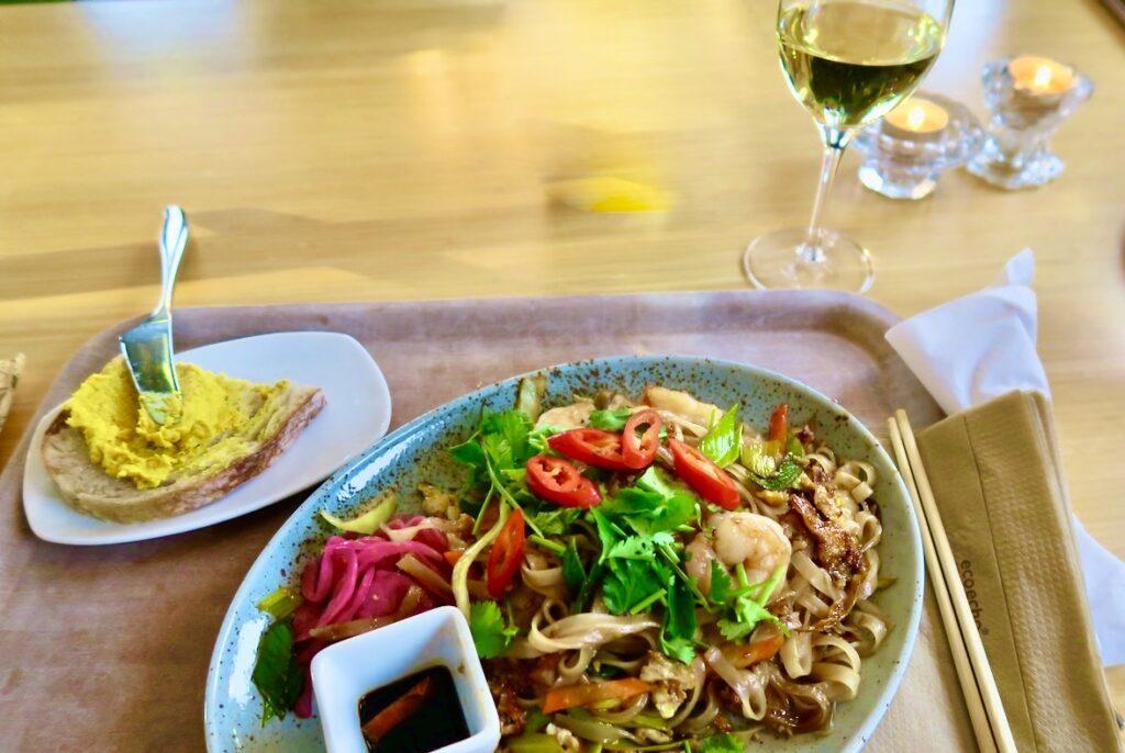 Stockholm. Norra Djurgården. Stora Skuggans Värdshus. Phad thai, blev valet för min lunch. En verkligt god blandning av thailändska smaker.