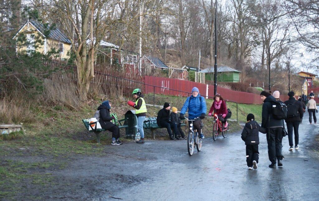 Stockholm. Sädermalm. Årstaviken. Dssa ljusare dagar lockar många till en runda längs Årstaviken.