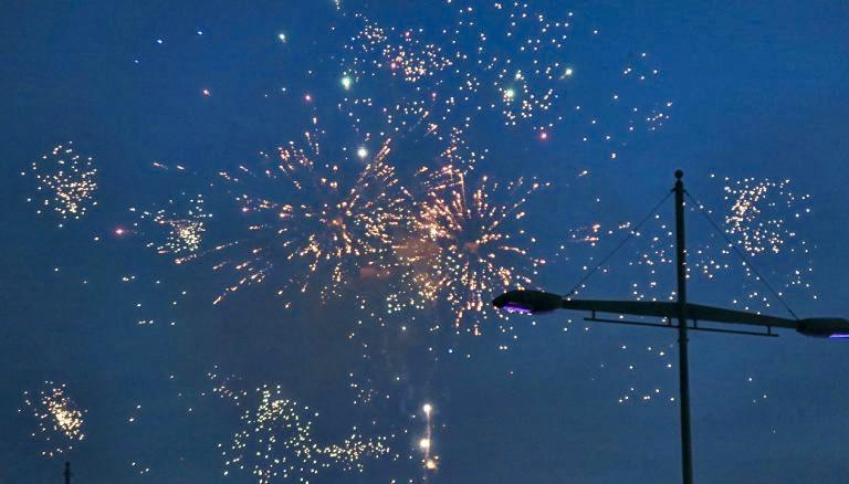 Torrevieja. Spanien. Feria de Sevillana. Ett fyrverkeri kan både blixtra, gnsitra och spraka.